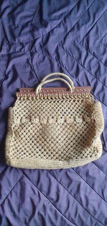 Ръчно плетени чанти с дървени дръжки