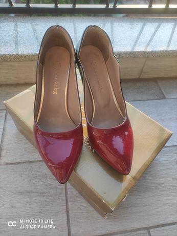 Дамски лачени обувки на ток омбре