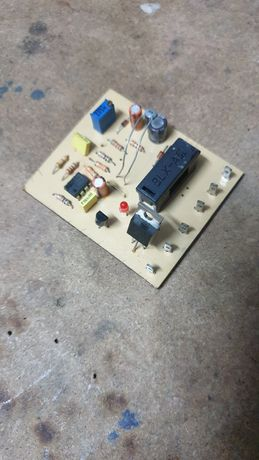 Circuit comanda clocitoare.