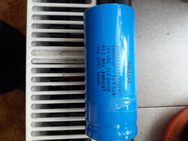Condensatori de filtraj electrolidici.
