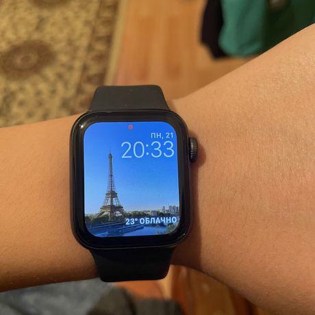 Продам Apple Watch Se в отличном состоянии