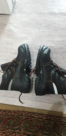 Продам ботинки спец обувь