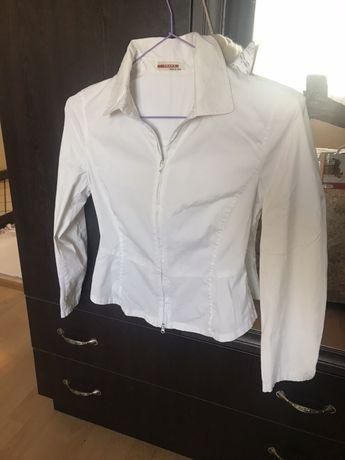 Бяла риза марка PRADA; размер S