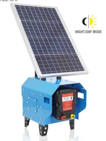 Aparat pentru gard electric 4 jouli dotat cu panou solar de 40 W