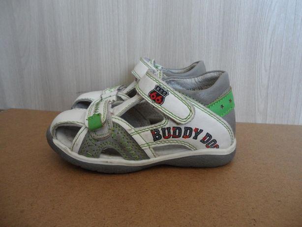 Продам сандали почти новые р23.