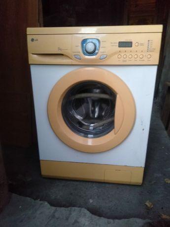 Продам стиральную машину автомат .