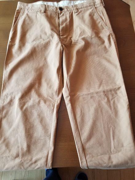 Продавам нов висококачествен мъжки панталон тип дънки - бежов