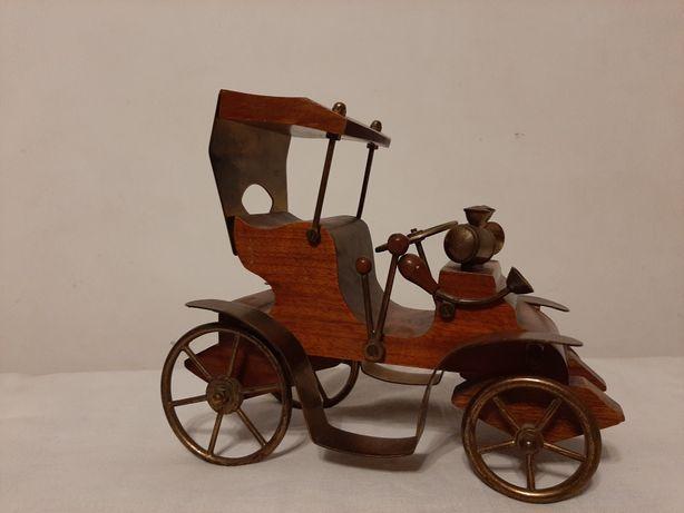 Mașina decorativă Fiat ' 4 , 1911 din lemn și bronz