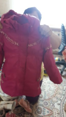 Продам детские куртки и платье