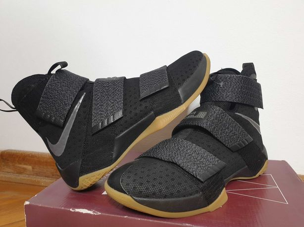 Nike Lebron James marimea 40