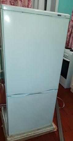 Продаю холодильник Атлант.