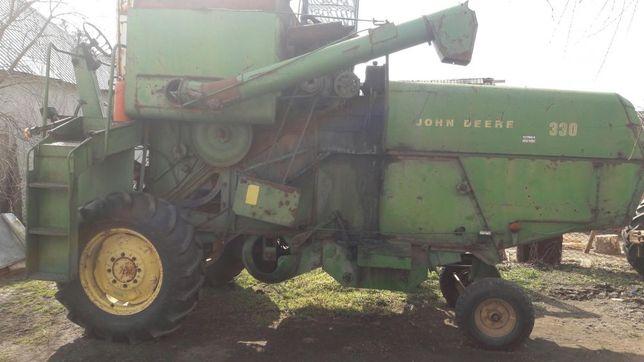 Dezmembrez Combină John Deere 330