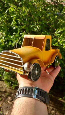 Jucărie metalică( camionetă) din perioada vinrange