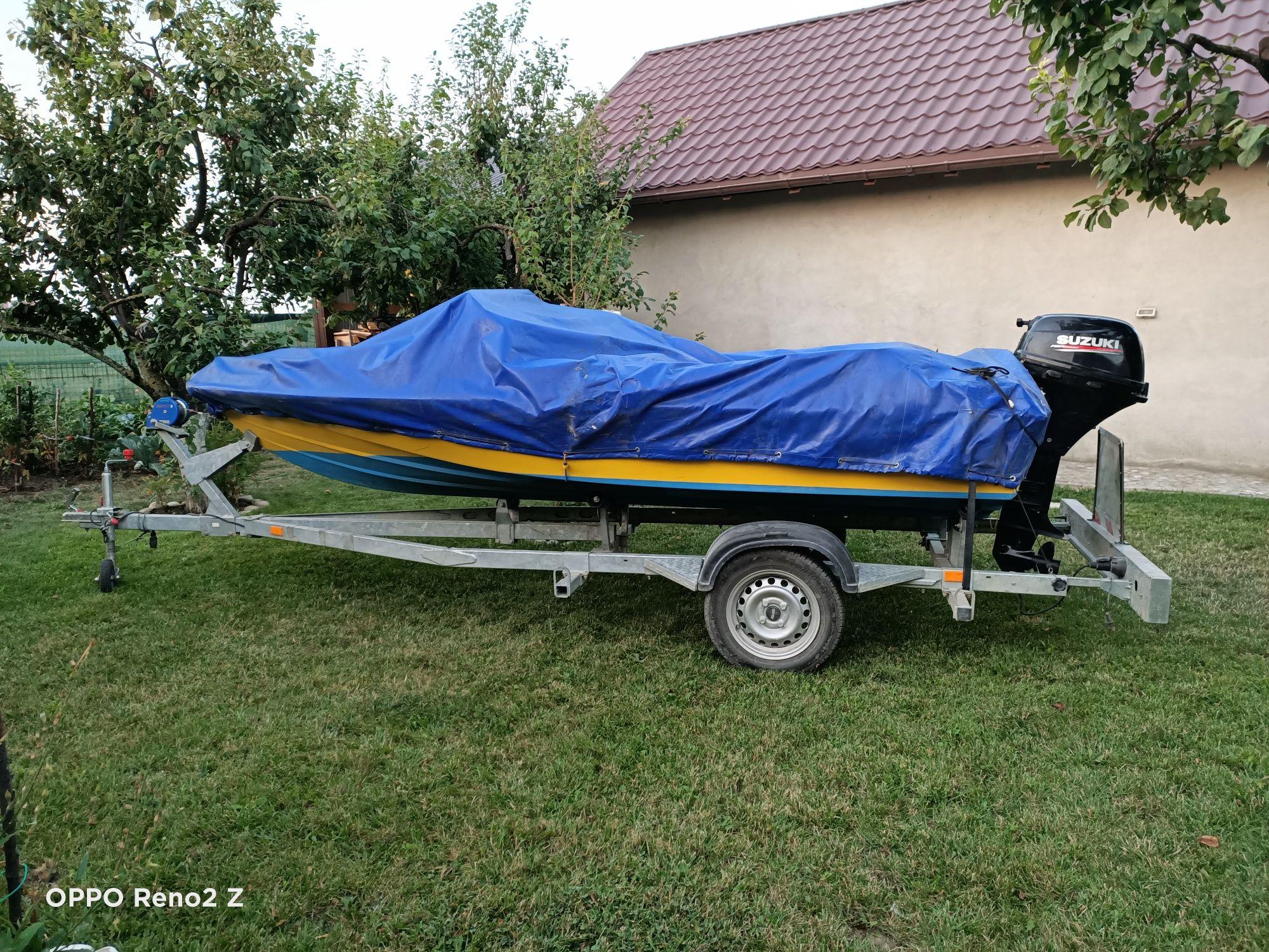 Vând barca cu motor Motoscaf