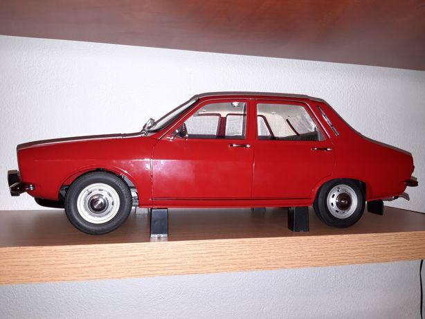 Macheta completa Dacia 1300 1/8 impecabila