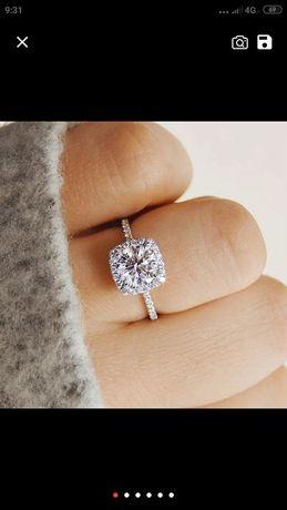Шикарное женское кольцо.