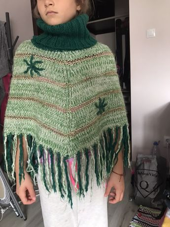 Poncho tricotat 6-12 ani