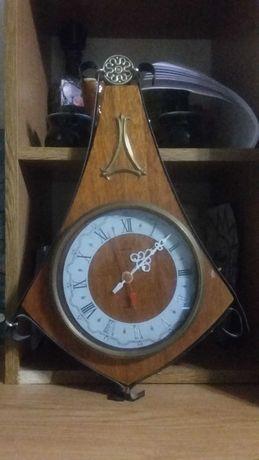 Старинные настенные часы