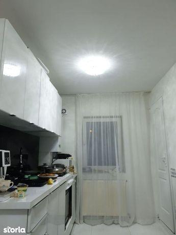 Apartament cu 3 camere de vânzare în zona Gruia