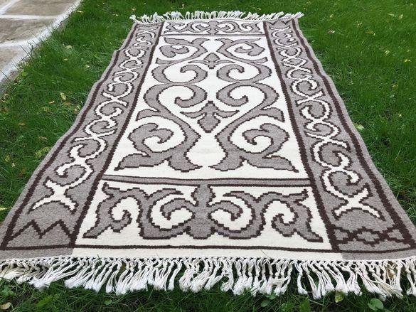 ръчно изработен вълнен килим
