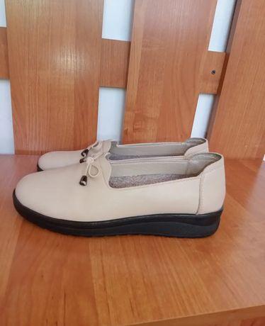 Туфли сатылады 40 размер. Новый. Размері тура келмей қалды сол себепті