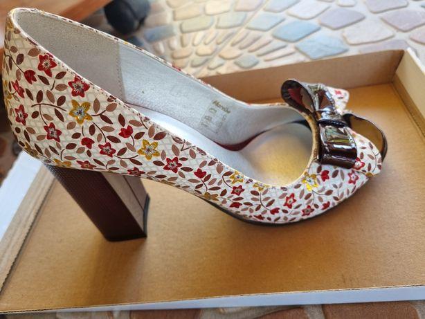 Pantofi  multicolori.(Malerbo)