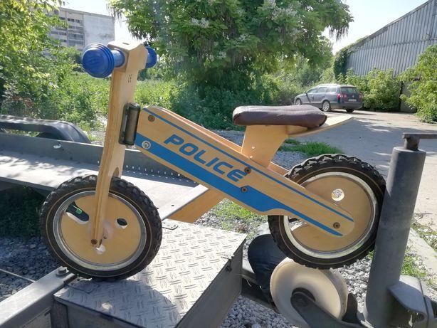 Bicicleta de lemn fără pedale