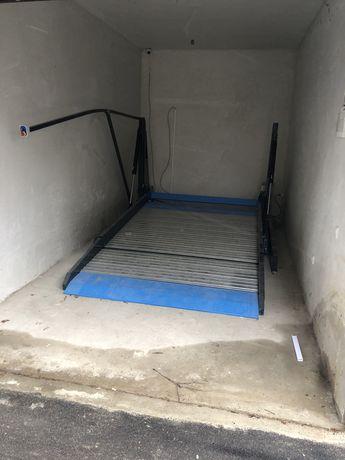 Гараж Платформа за паркиране на две нива на едно парко място