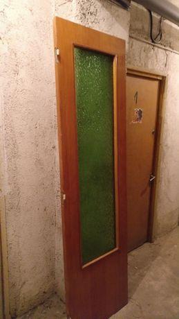 Usa de interior din lemn pentru camera