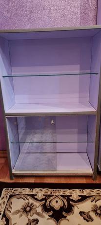 Продаётся полка со стеклянными дверцами