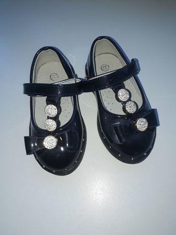 Продам лакерованные туфельки