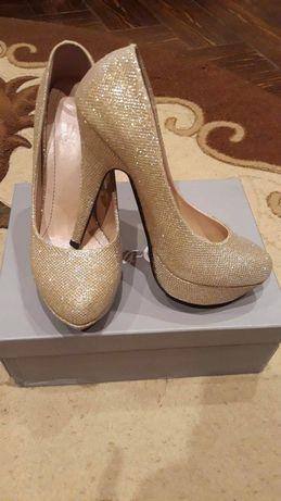 Pantofi nr 38