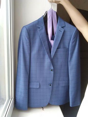 Продается костюм мужской темно голубого цвета