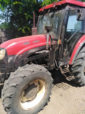 Vând tractor yto cu incarcator frontal