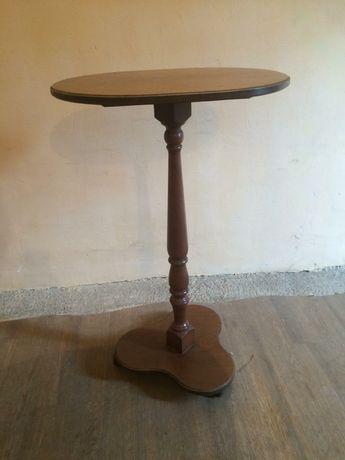 Продам столик на колесиках
