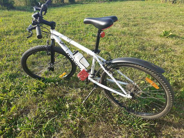 Bicicleta B'twin 24 inch echipata cu aparatori noroi, cric si suport