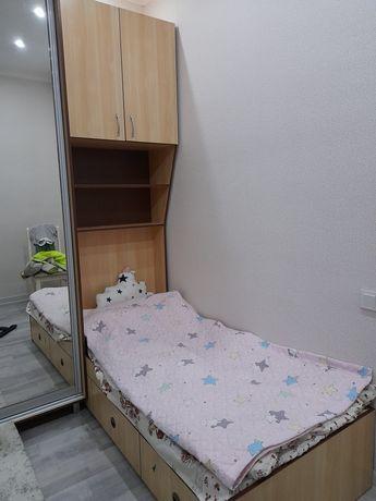 Детский спальный гарнитур с рабочим столом для компьютера