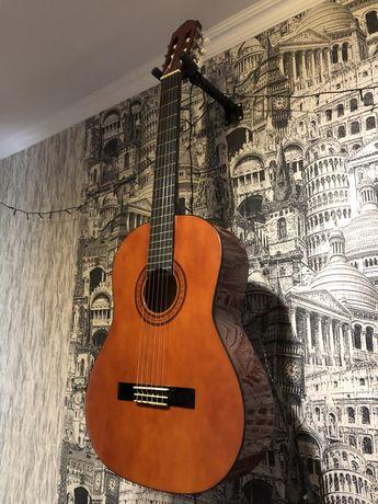 Классическая гитара с чехлом