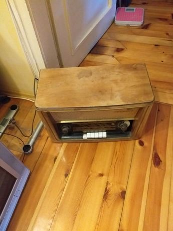 Много старо ретро радио опера запазено работещо