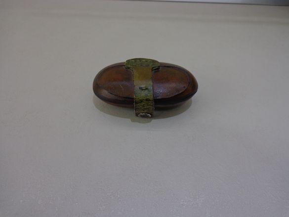 Стара ръчно изработена кожена кутия за дрънкулки