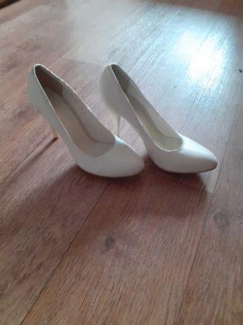 Продам женские туфли летние