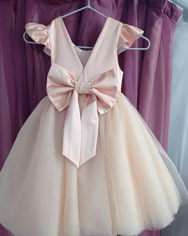 Нарядное платье. Возраст 4-5 лет . Торг