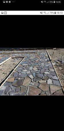 Garduri placate cu piatra