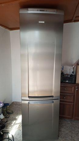Продам красивый холодильник
