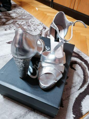 Vând pantofi dama mireasa