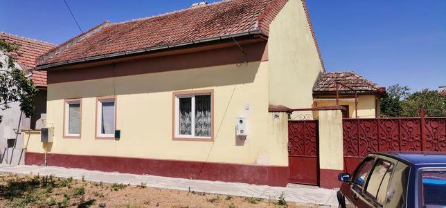 Vând casa și teren