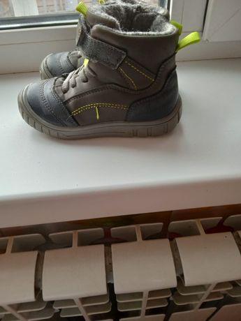 Продам утепленные осенние ботиночки