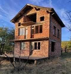 В с. Ръжана се продава къща и с голям двор и керпичена къща