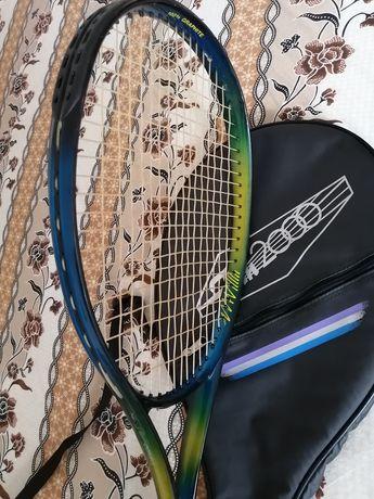 vând rachetă de tenis pentru juniori +  patru mingi gratis