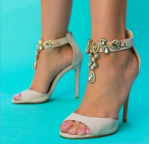 Дамски сандали с висок ток